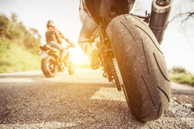 NMCUs bok Full Kontroll har i mange år vært kjernen rundt sikkerheten i motorsykkelmiljøet i Norge. Nå er den filmet!