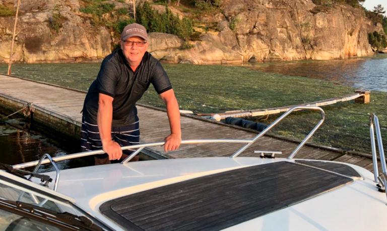 Svein Vekterli i sin båt