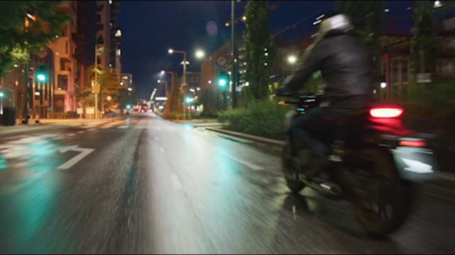 Mann på Honda motorsykkel
